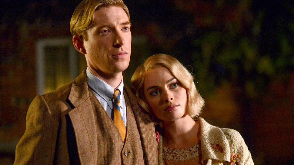 Domnhall Gleeson and Margot Robbie in Goodbye Christopher Robin
